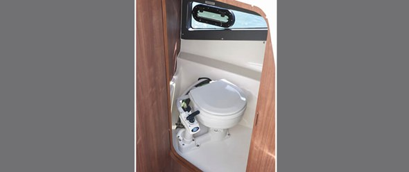 Fully enclosed sea toilet